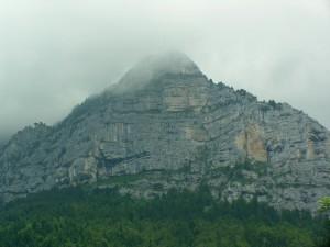 Une des montagnes qui bordent le cirque de Saint-Même